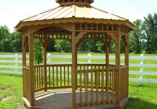 Glorietas de madera, ideales para disfrutar del jardín en primavera y verano