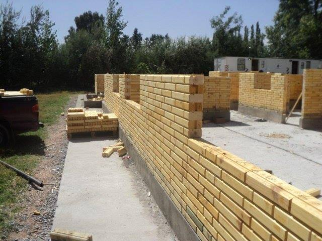 Ladrillos de madera ltima tendencia en construcci n for Construccion de piscinas con ladrillos