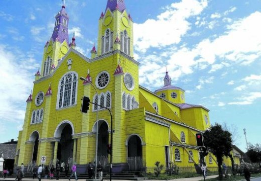 En Chile promocionan turismo con visitas a las antiguas iglesias de madera de Chiloé