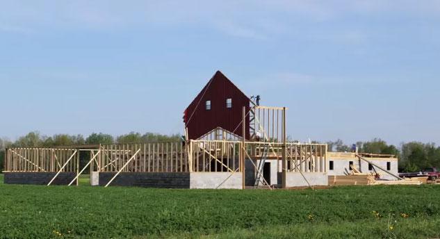 Increíble video corto. Construcción de granero en madera por la comunidad Amish de Ohio, EE.UU.