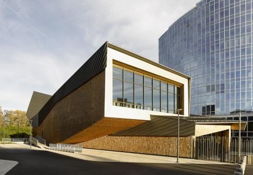 Espectacular: Naciones Unidas inaugura un moderno auditorio de madera en Suiza para 1000 personas.