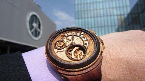 Crean un reloj pulsera construido totalmente de madera