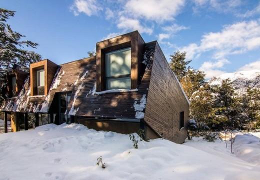 Bariloche, Argentina: cabaña de madera de estilo moderno, deslumbra en un barrio cerrado de lujo