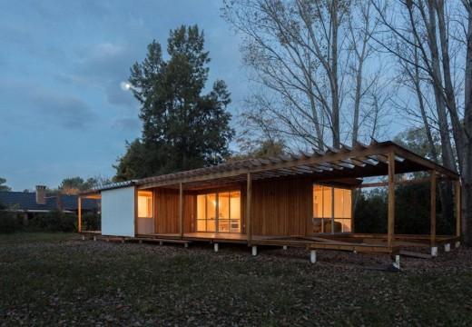 Buenos Aires, Argentina: una vivienda de fin de semana con cubierta verde gana el premio bienal internacional de arquitectura