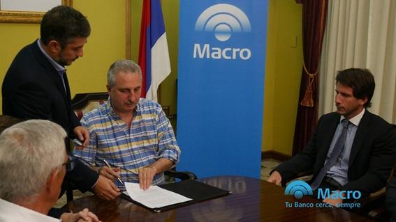MISIONES: El Banco MACRO otorgó créditos por 200 millones de pesos a la provincia para construir viviendas con madera