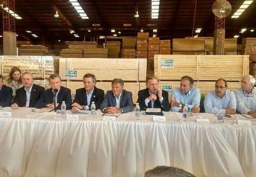 MISIONES, Argentina: el Presidente Mauricio Macri, anuncia la construcción de más de 800 viviendas con madera.