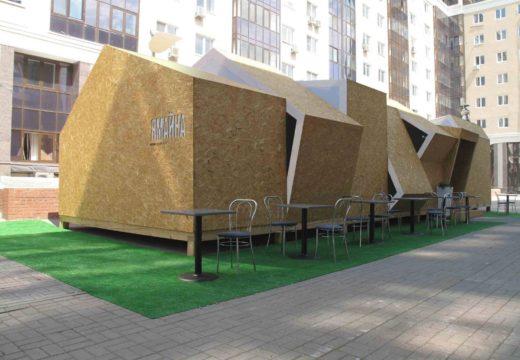 RUSIA: con bajo presupuesto y creatividad construyen una cafetería acogedora, moderna y desmontable en madera.
