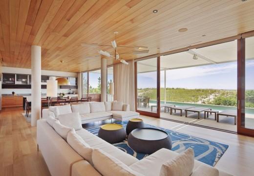Casa de playa en Nueva York, modernismo en madera y hormigón