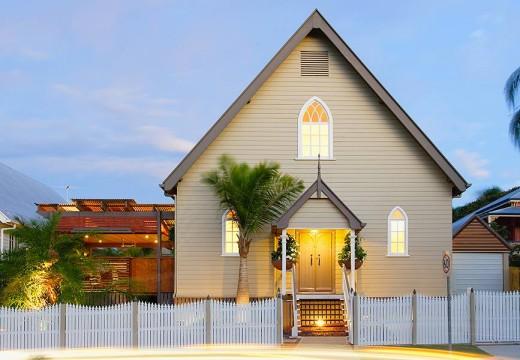 ¡Increíble! Antigua iglesia de madera de 147 años se convierte en una elegante casa en Australia.