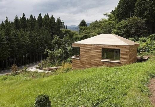 Pequeña cabaña minimalista de estilo japonés deslumbra por su funcionalidad