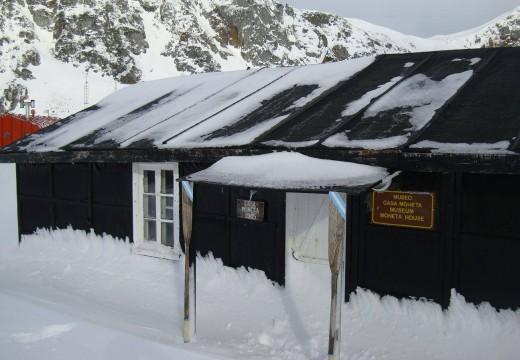 Antártida: avanza restauración de una de las viviendas de madera más antiguas de la Argentina