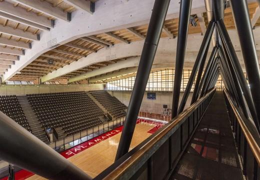 Chile: la arquitectura en madera supera los límites con un nuevo gimnasio en Salamanca