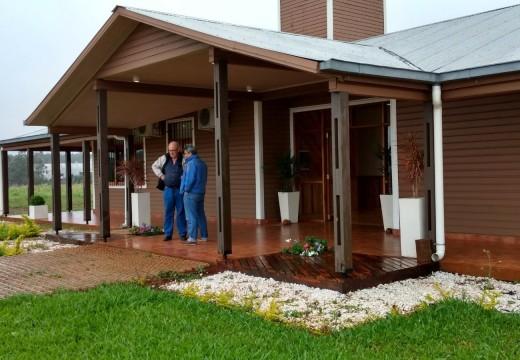 Argentina: Edificio con estructura de madera y de estilo canadiense, se luce en el norte de Corrientes.