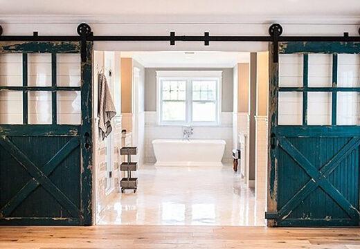 """Un nuevo """"must"""" deco: puertas de granero de madera: cómo sacarles provecho en el hogar"""